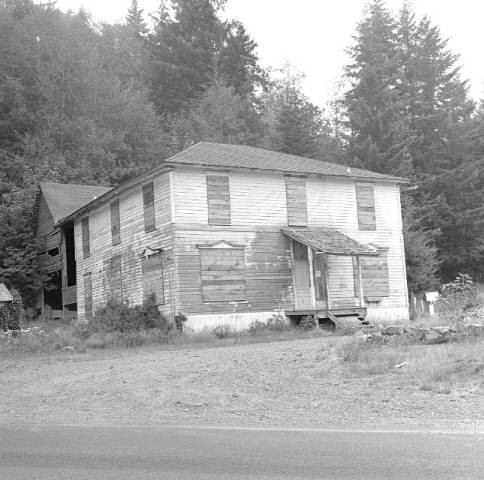 Dolph hotel with garage in back 1965